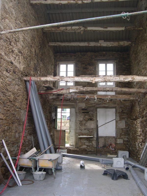 Cambiar tejado casa antigua top antiguo tejado de teja arabe desmontaje y desescombro with - Cambiar vigas de madera ...