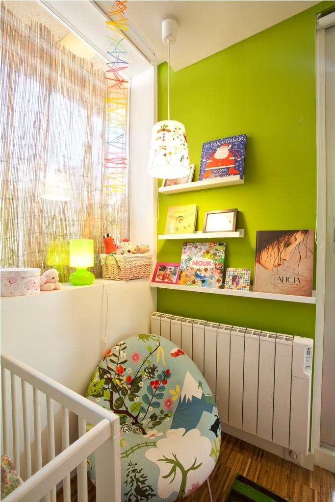 dormitorio niños baldas libros cuadros