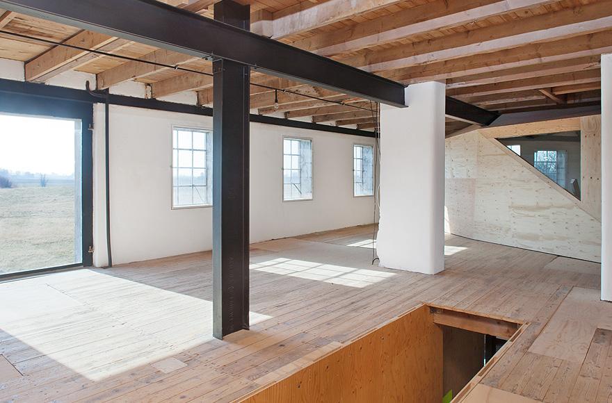 antiguo almac n molino rehabilitado en suecia el blog de la urbana. Black Bedroom Furniture Sets. Home Design Ideas