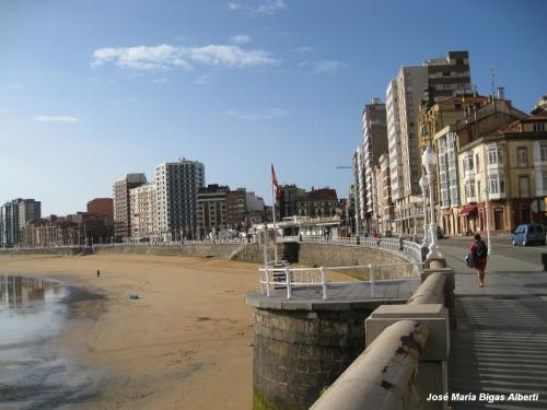 paseo san lorenzo gijon frente maritimo playa