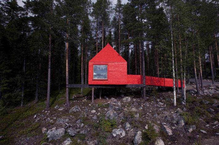 treehotel bluecone habitación entre los árboles casa infantil