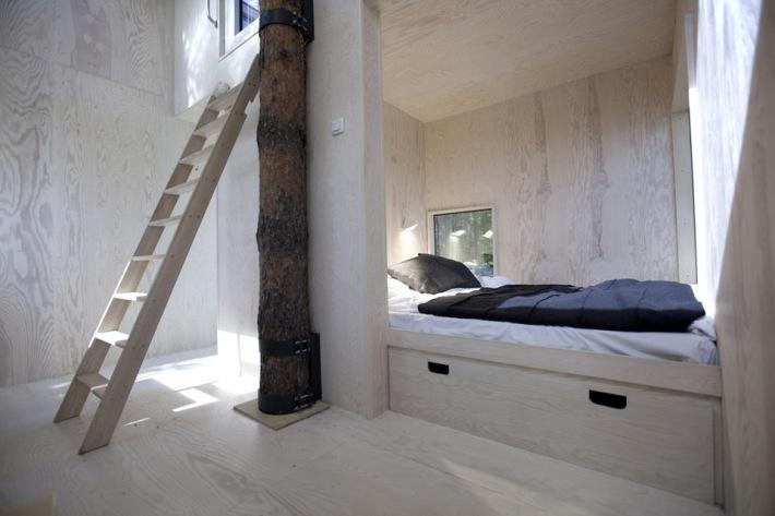 treehotel mirrowcube habitación en el árbol con espejos interior
