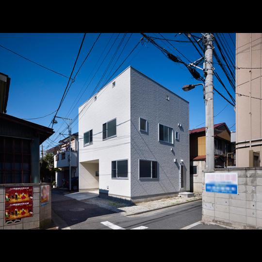 NAF architects & design 3 way home vivienda japon muro escalada