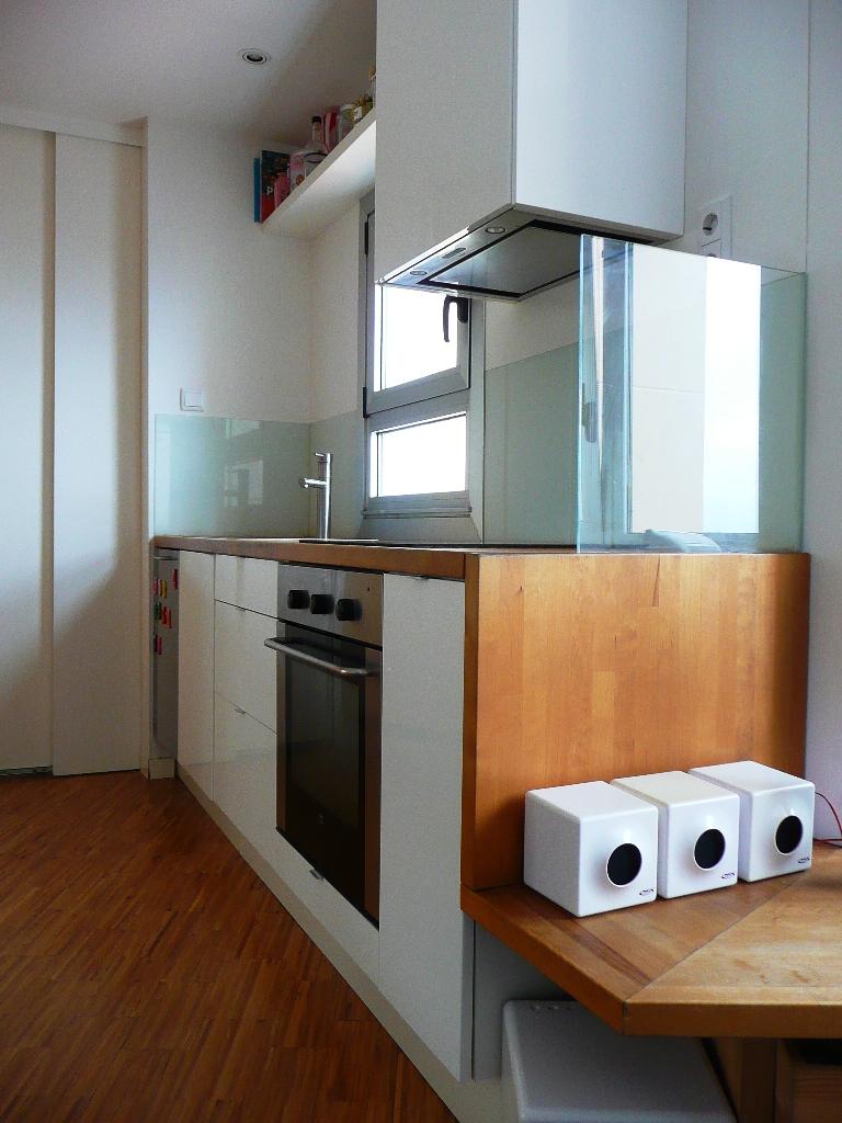 cocina ikea abstrak blanca encimera madera abedul vidrio lacobel blanco acero