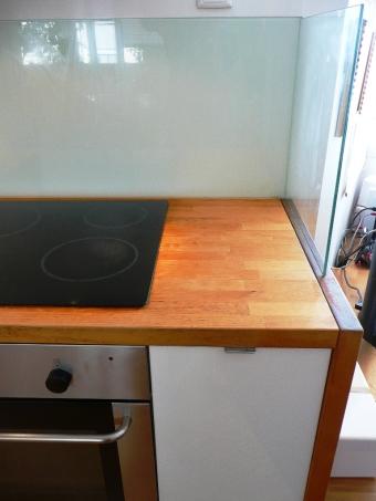 cocina ikea abstrak blanca encimera madera abedul vidrio lacobel blanco detalle